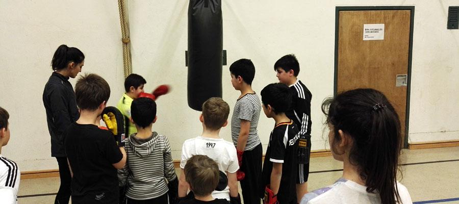 Merve Gülec trainiert die U10